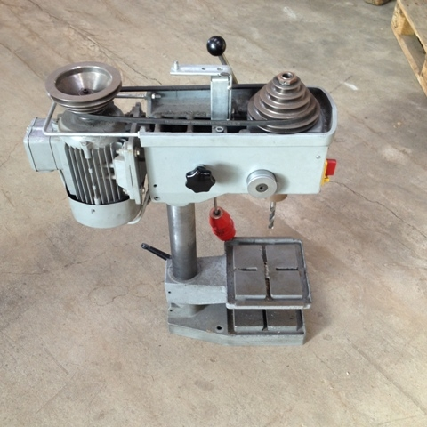 6740 - Pillar Drilling Machine - Ixion - Type: BT13 - Table Model