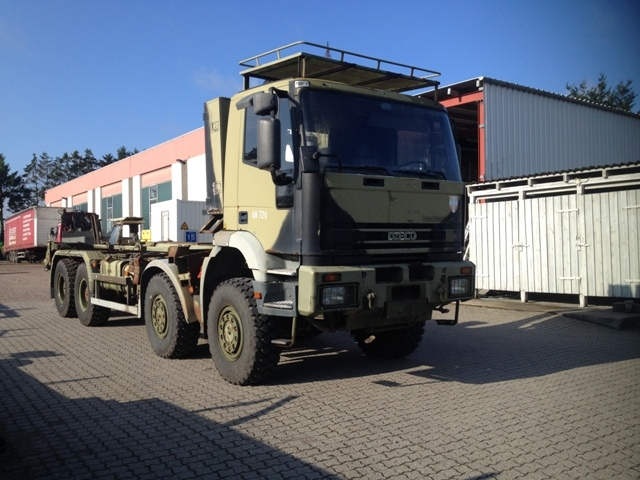 7419 - Truck - Iveco - 8 x 8 with Hook Lift - Diesel