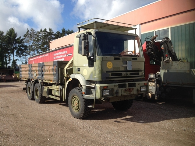 7420 - Truck - Iveco - 6 x 6  with crane - Diesel
