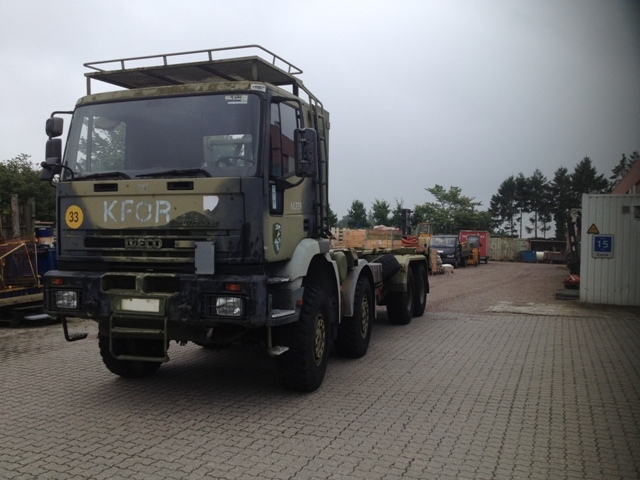 7422 - Truck - Iveco - 8 x 8 with Hook Lift - Diesel