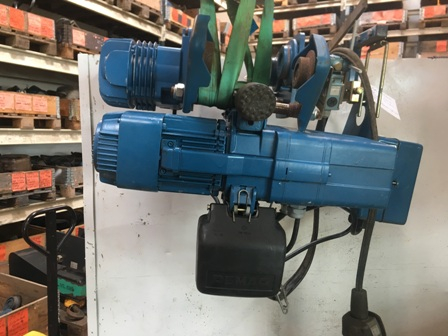 7660 - Electric chain hoist 500 kg with electric trolley