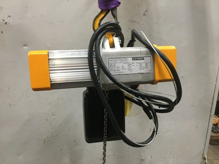 7686 - Electrical Chain hoist 125 kg (new)