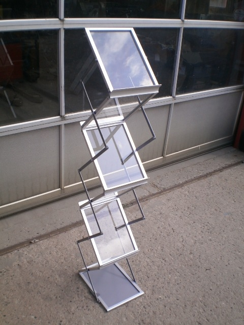 5565 - Folding brochure display - Zigzag display